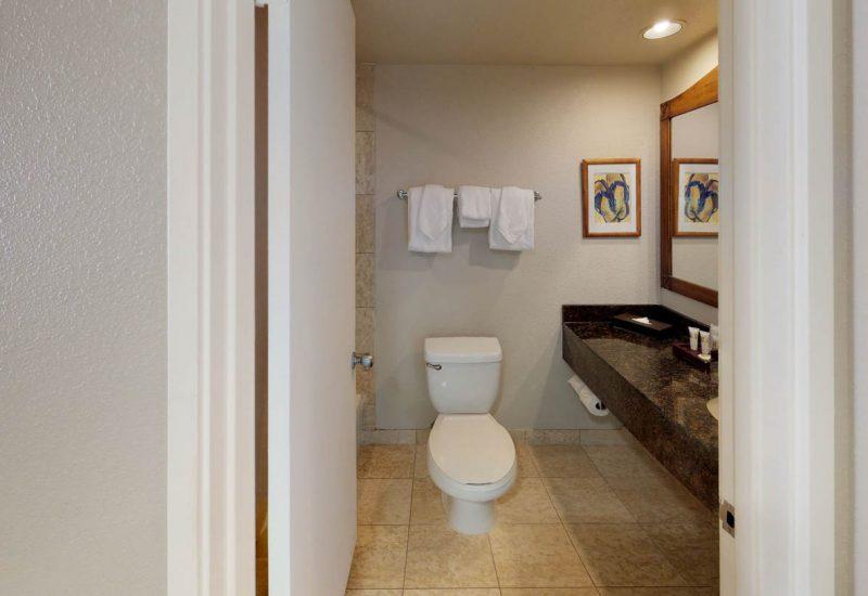 ルアナワイキキのスタジオのバスルーム