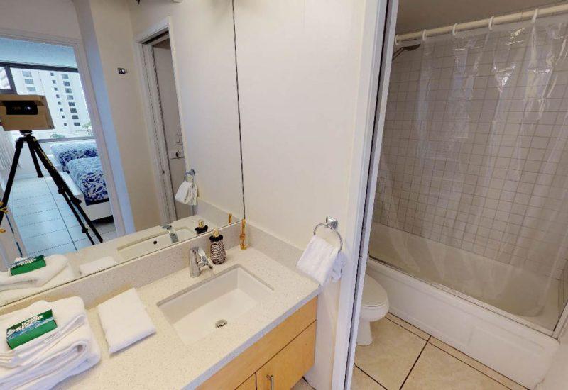 ワイキキ・バニヤン908のバスルームは綺麗