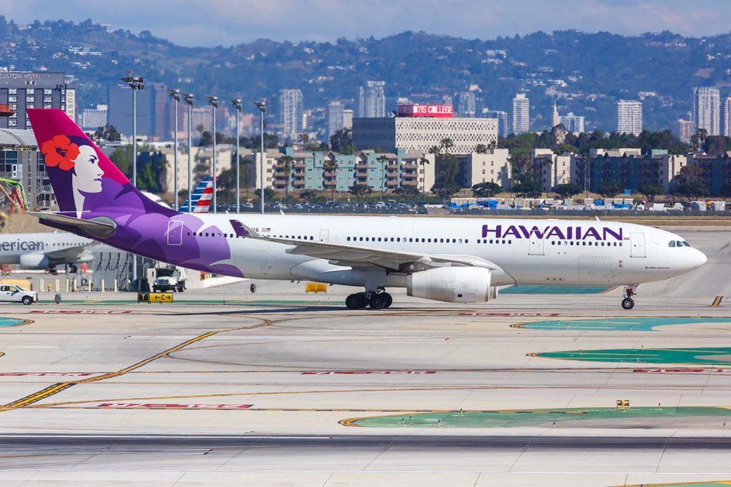 コロナウイルス対策をとるハワイアン航空